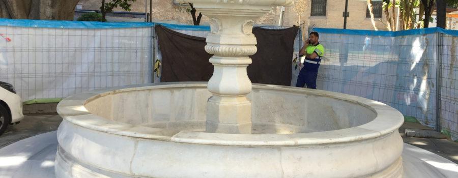 La fuente de la Encarnación restaurada ya luce en la plaza